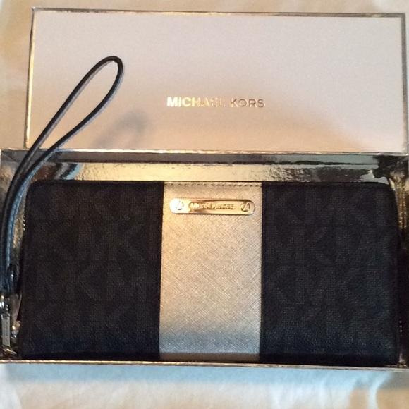 0d8eaff550dd67 Michael Kors Bags | Travel Wristlet Wallet | Poshmark